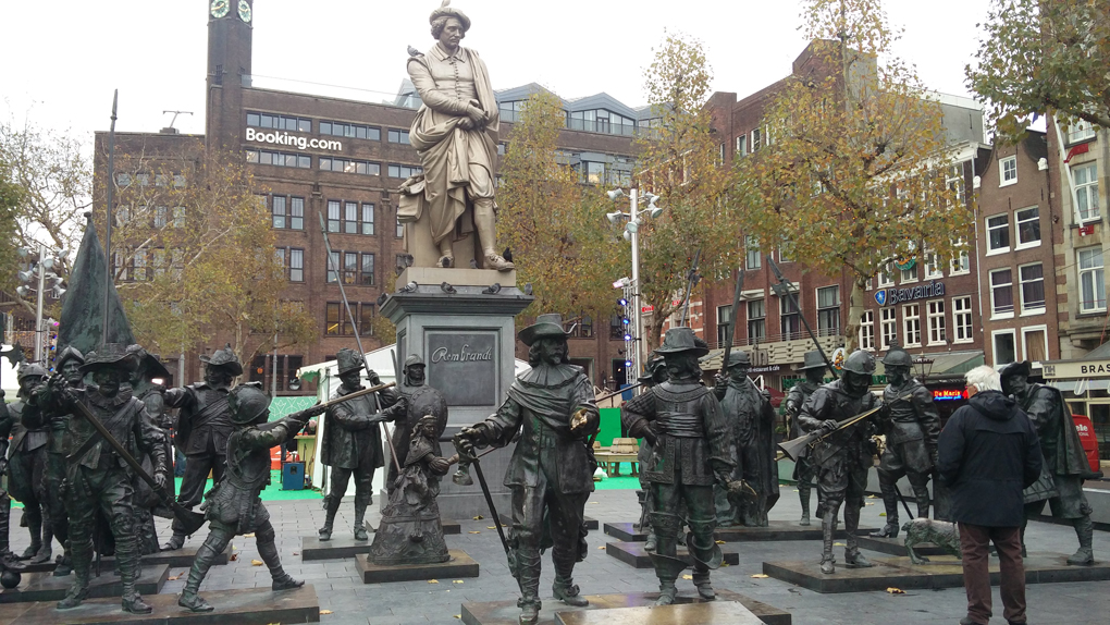 statues of soldiers around a statue of Rembrandt